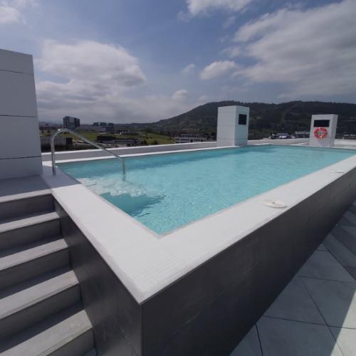 Defelma-piscina-obre-atico-dicar-comunidad-escalera
